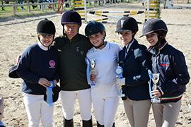 gruppo ragazzi della scuola di equitazione